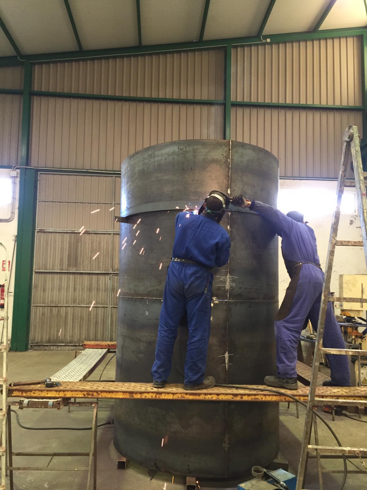 Calderería pesada - Fabricación de camisa metálica
