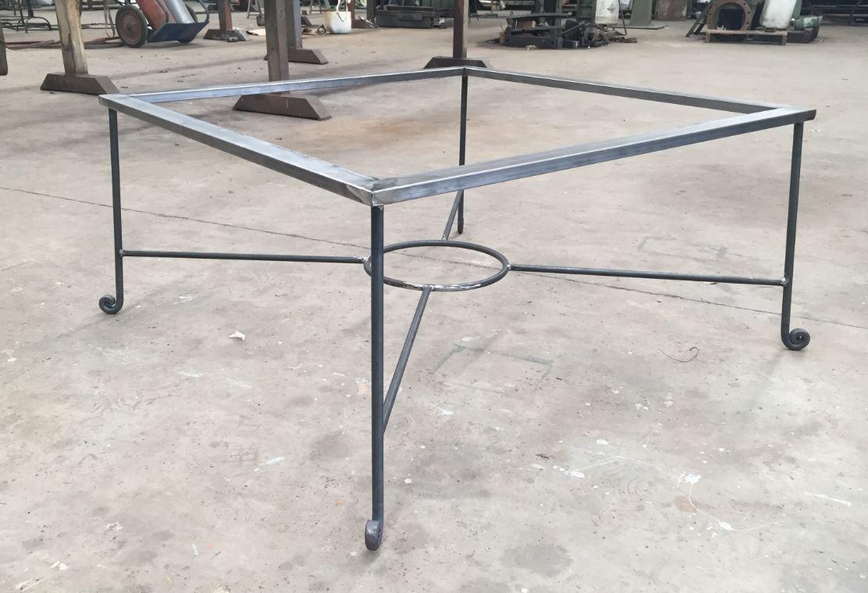 Fabricación mobiliario acero al carbono