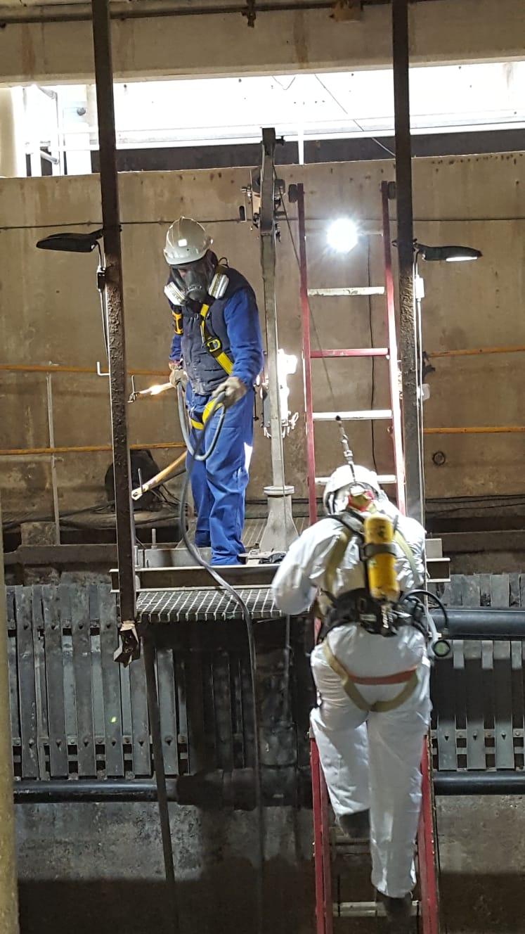 Trabajos en espacios confinados con equipos semiautónomos